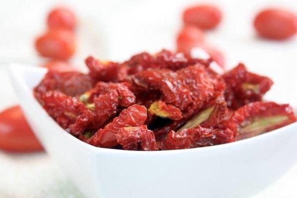 Antipasto con i pomodori secchi