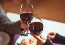 Bere vino con moderazione riduce il rischio di ricovero